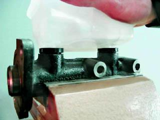 Фото №7 - замена бачка тормозной жидкости ВАЗ 2110