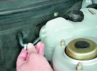Фото №2 - как снять расширительный бачок на ВАЗ 2110
