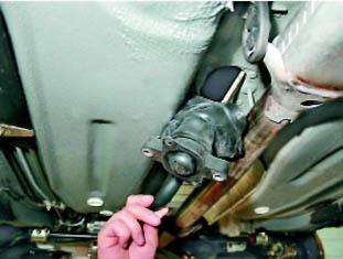 Фото №10 - регулировка рычага переключения передач ВАЗ 2110