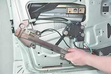 Фото №22 - ВАЗ 2110 как отрегулировать стеклоподъемник